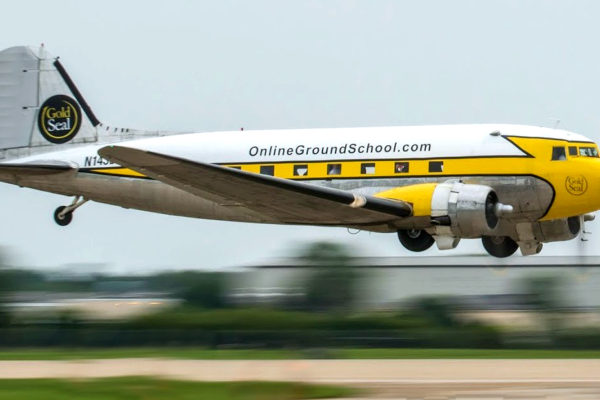Gold seal online flight school DC-3, aviation is cool. Lets go flying