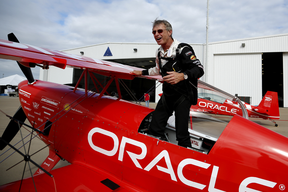 Sean Tucker retires. Airplane Oracle from airport no one remembers him.